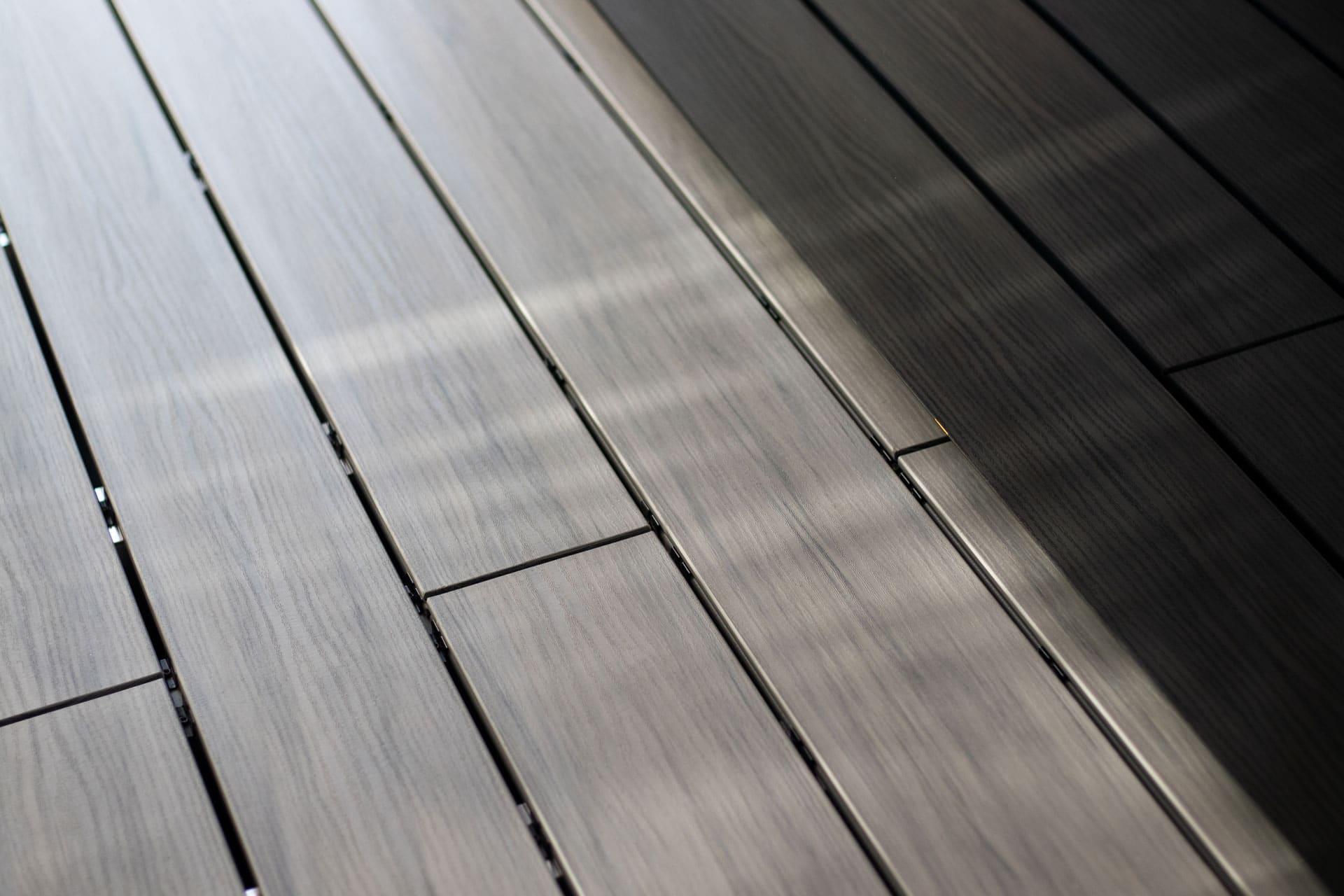B Fano Ultrashield 02 g | grau-braune WPC-Terrassendielen Nahaufnahme der Holzoptik | Svoboda