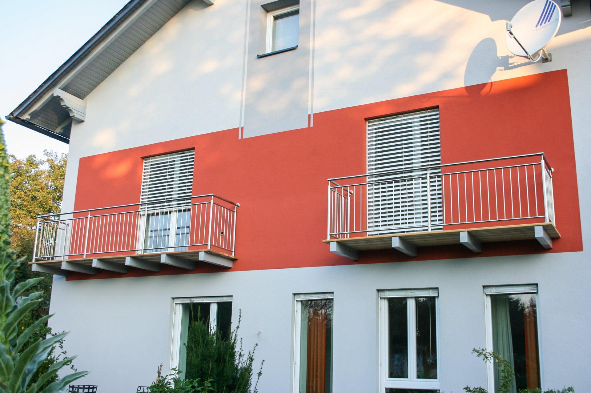 Berlin 15 b | Außengeländer beim Balkon aus nie rostendem Edelstahl auf Holzboden montiert | Svoboda