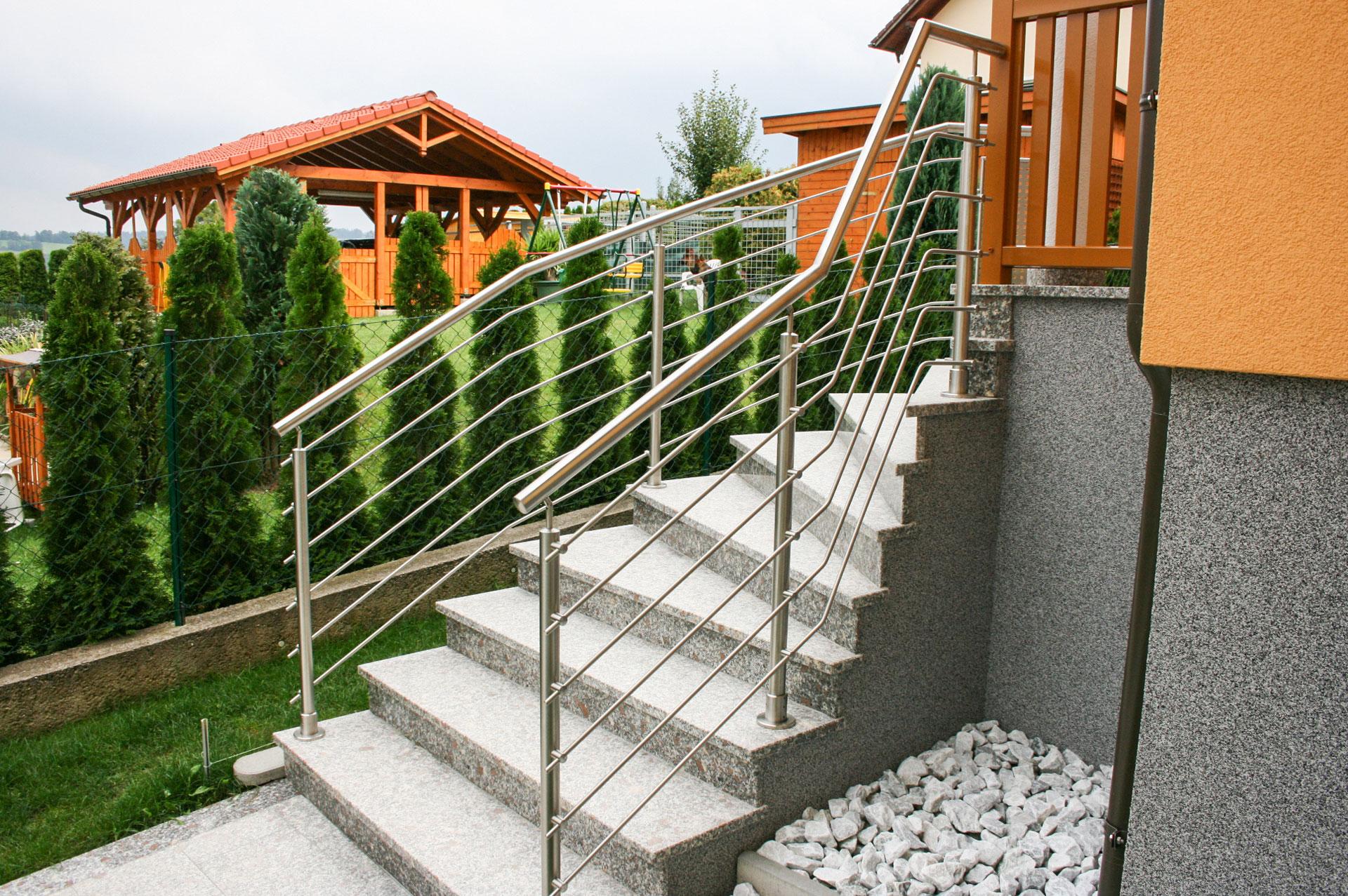 Bochum 05 a | geknickte waagrechte Nirosta-Stangen bei Edelstahl-Außenstiegengeländer | Svoboda