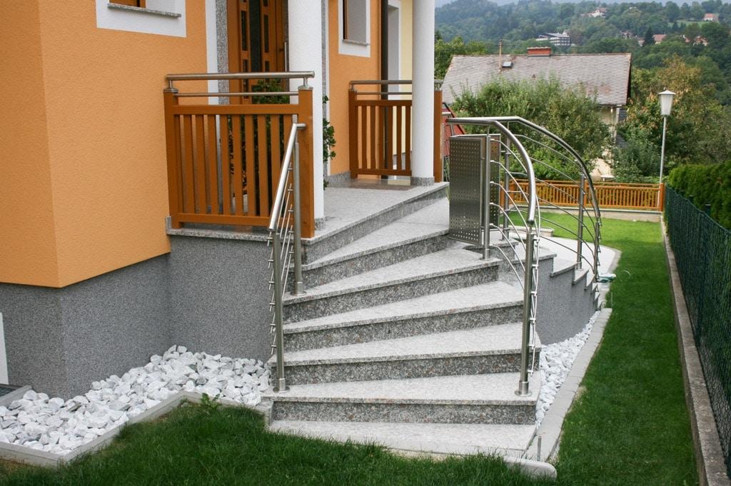 Bochum 05 d | Treppengeländer aus Nirosta mit horizontalen gekrümmten Edelstahl-Stangen | Svoboda