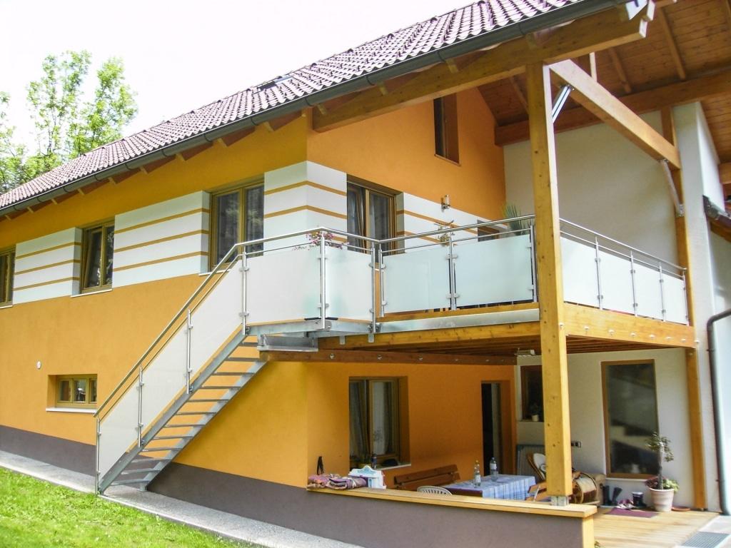Bremen 26 b | Stahl-Außenstiege mit Niro-Glas-Stiegengeländer, stirnseitig und aufgesetzt | Svoboda