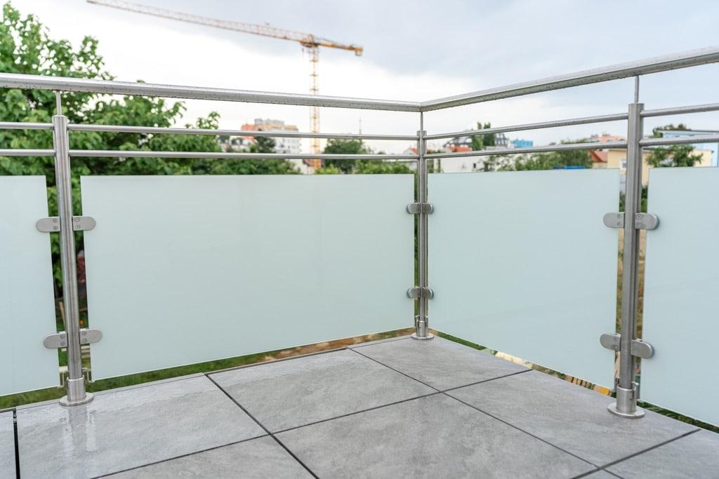 Bremen 76 g | Ecksteher mit 2 Feldern von Absturzsicherung aus Niro mit Glas bei Terrasse | Svoboda