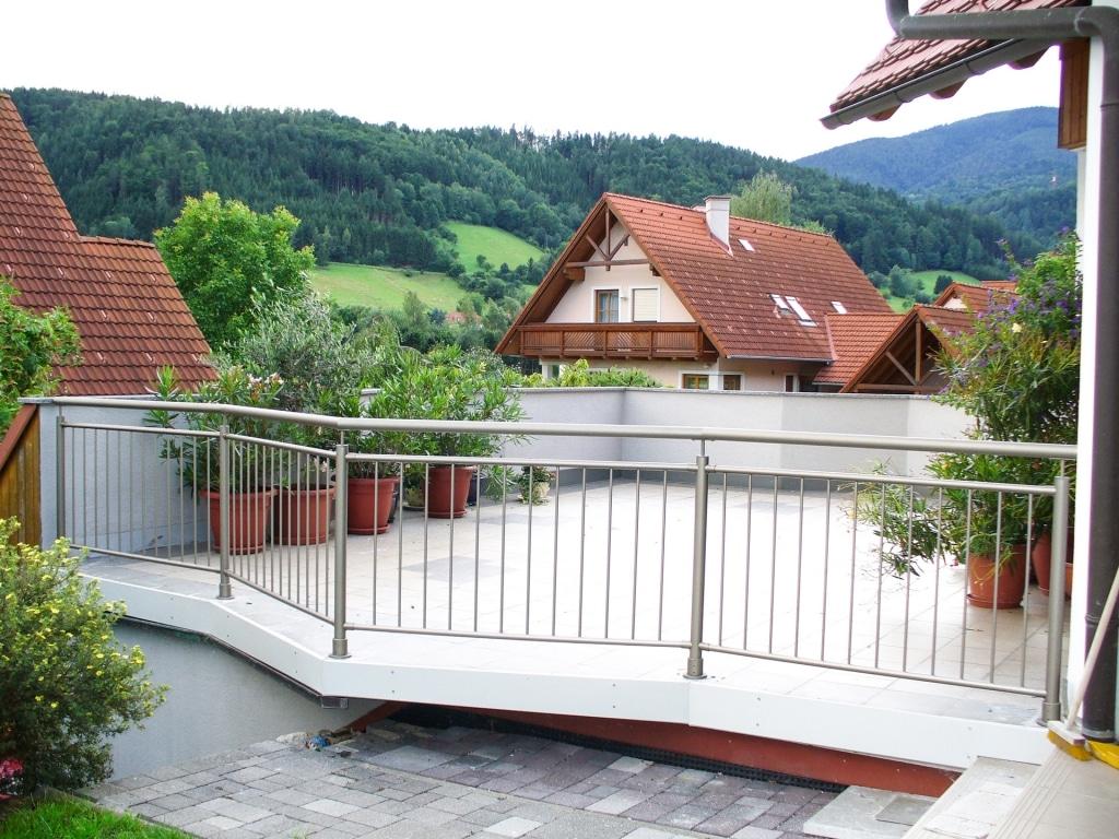 Dornbirn 05 a | Klassisches Alu-Runrohr-Geländer grau, Aufsatzmontage, senkrechte Stäbe | Svoboda