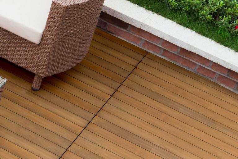 Fano Teak geölt | Holzboden bei Terrasse hellbraun | Svoboda Metalltechnik