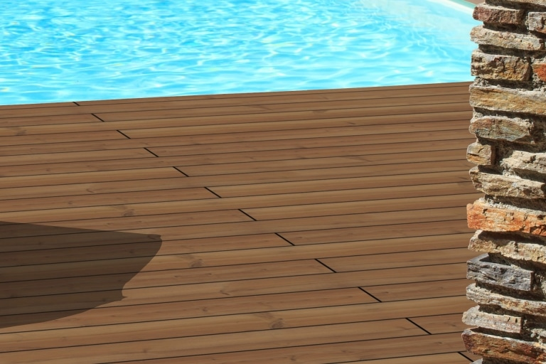 Fano Thermo Kiefer glatt unbehandelt | braune Echtholz-Terrassendielen bei Poolumrandung | Svoboda