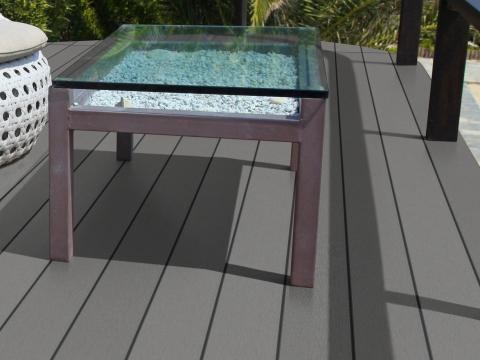 Fano WPC 25 | Titangrau Glatt WPC-Terrassendielen Outdoor-Boden bei Sitzecke | Svoboda Metalltechnik