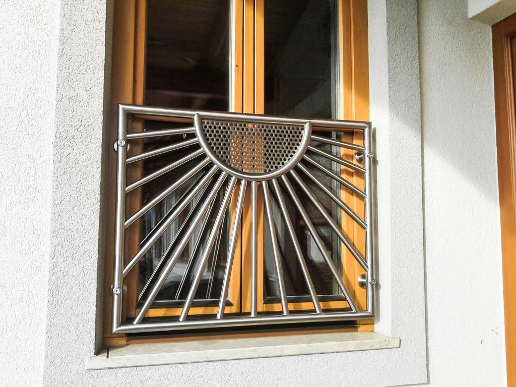 Heidelberg 02 | Französischer Balkon bei Fenster auf Rahmen montiert, Niro-Sonnen-Dekor | Svoboda