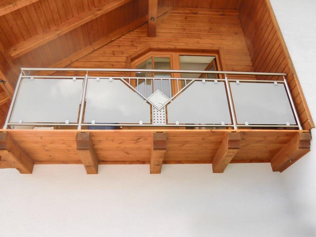 Karlsruhe 01 a   Nirosta Balkon auf Holz-Boden montiert, blickdichtes Glas & Stein-Dekor   Svoboda