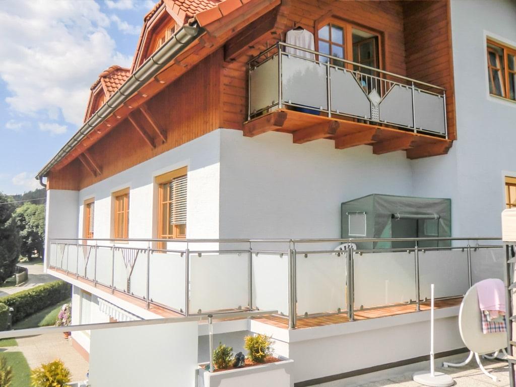 Karlsruhe 01 d   Brüstung bei Balkon & Terrasse, Niro mit Mattglas, auf Boden aufgesetzt   Svoboda