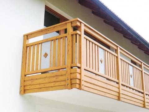 Krieglach 06 H a | Alu-Holzdekor-Balkongeländer, Lochblech-Dekor, Doppelte Alu-Verblendung | Svoboda