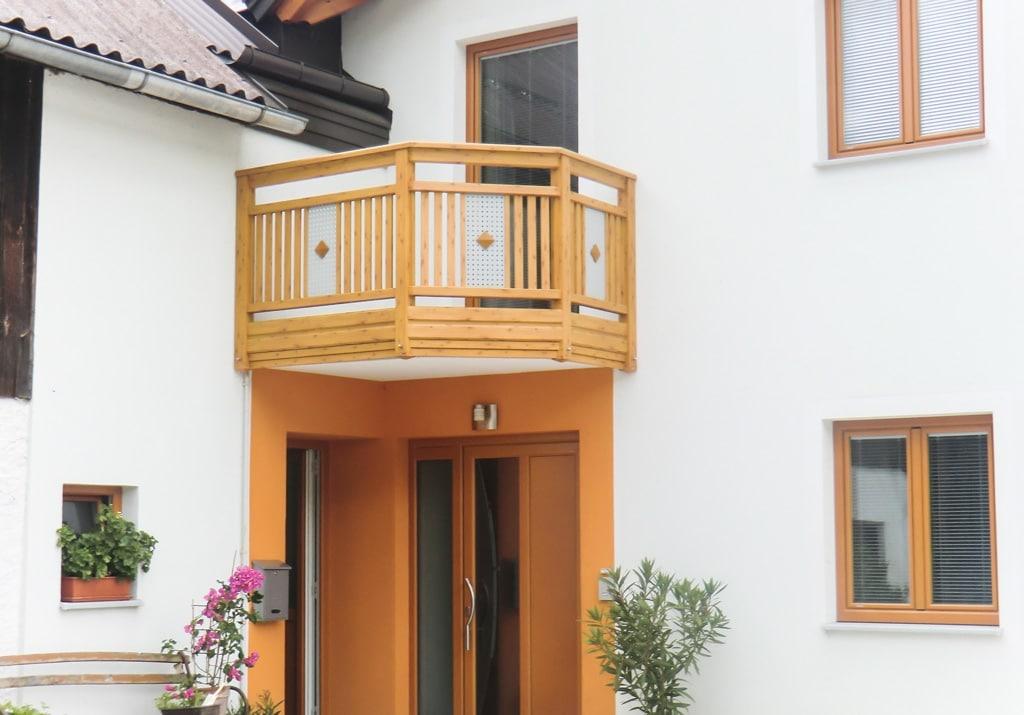 Krieglach 06 H b | Alu Holz-Optik Absturzsicherung, Senkrecht-Lattung, Lochblech grau | Svoboda