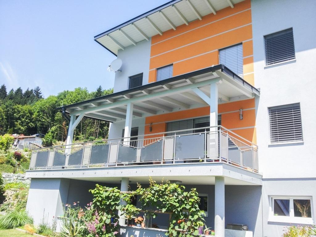Leipzig 20 | Absturzsicherung bei modernem Haus aus Niro mit Mattglas-Lochblech-Füllung| Svoboda