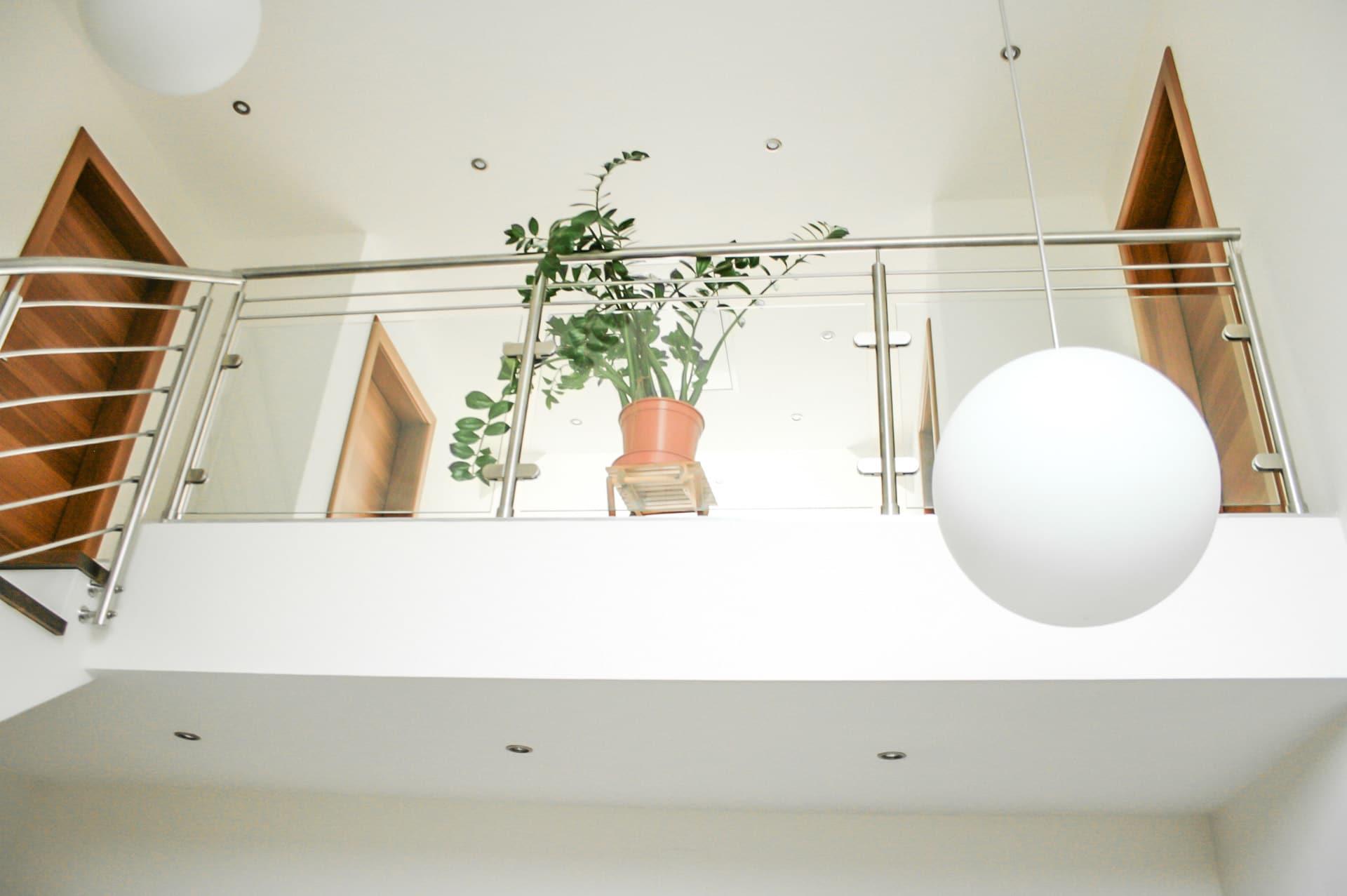 Mailand 04 a | Galerie Innengeländer, Nirosta, Klarglasfüllung, 2 Dekor-Stäbe waagrecht | Svoboda