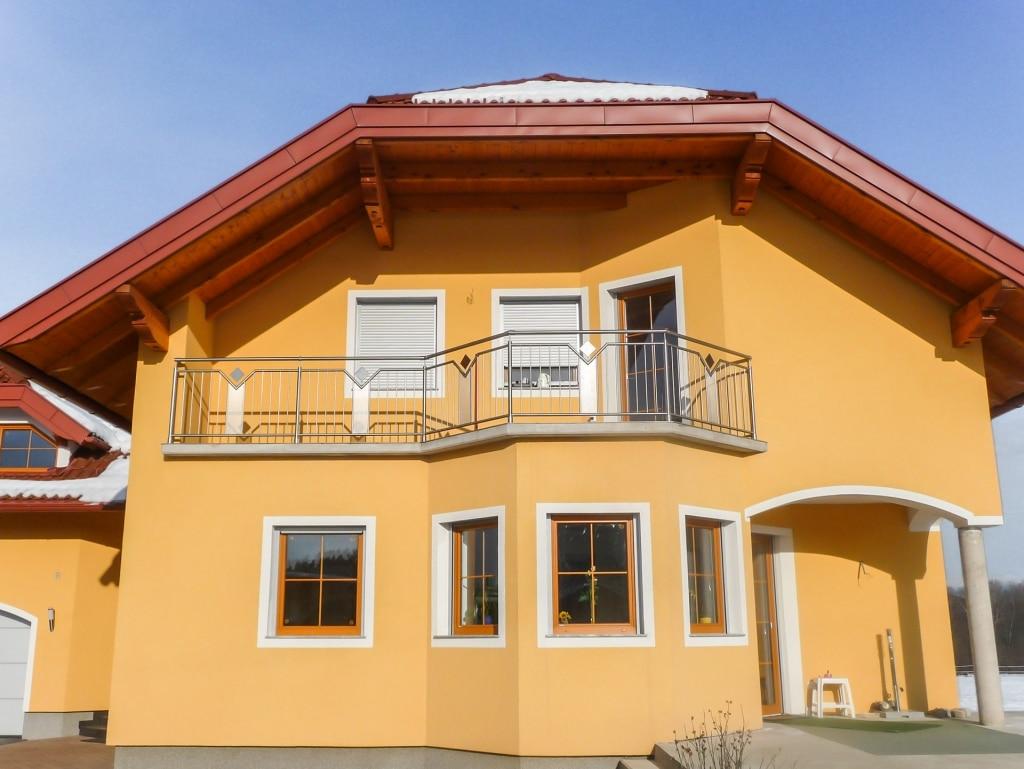 Mannheim 03 | Inox-Geländer bei Balkon mit quadratischem Dekor-Blech und Lochblech mittig | Svoboda