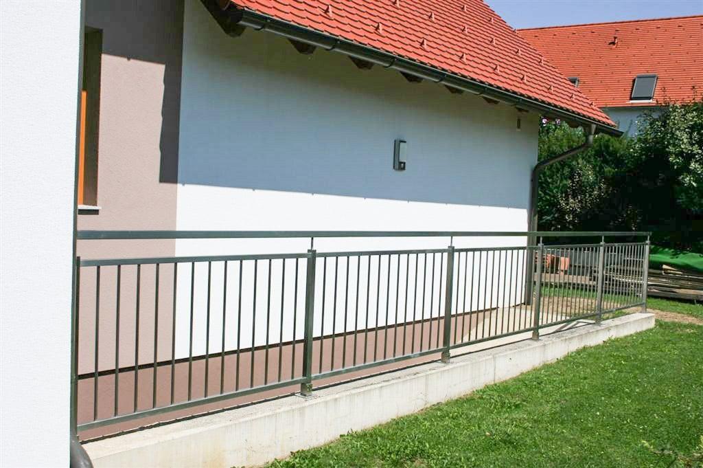 Potsdam 01 c | Nirogeländer bei Kellerabgang aus eckigen Edelstahl-Formrohren und Sprossen | Svoboda