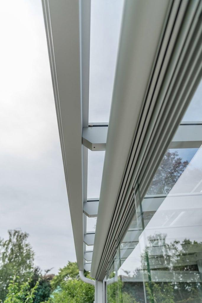 Schiebe 04 d   Nahaufnahme Schienen auf Oberseite bei Terrassendach-Schiebe-Glas-Elementen   Svoboda