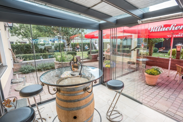 Schiebe 05 a | Sommergartenverglasung Schiebeglas bei Biergarten als Wind- und Regenschutz | Svoboda