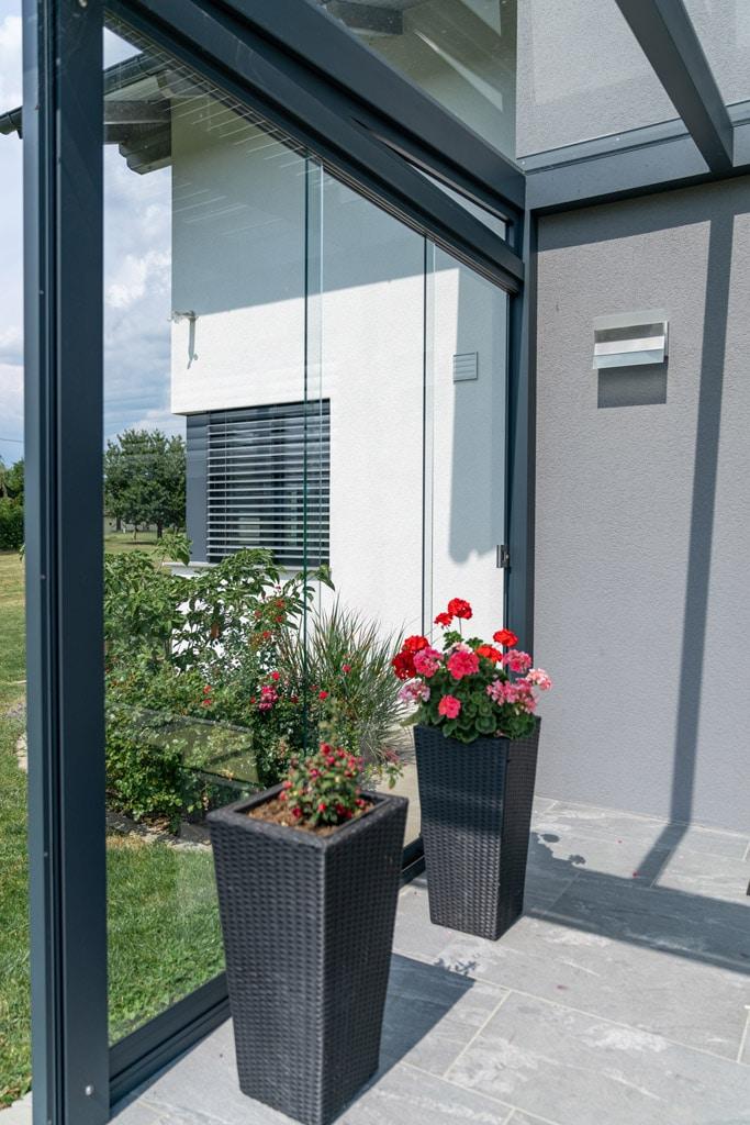 Schiebe 07 a | Windschutz Glas Schiebe Elemente bei Terrassendach aus Alu | Svoboda Metalltechnik