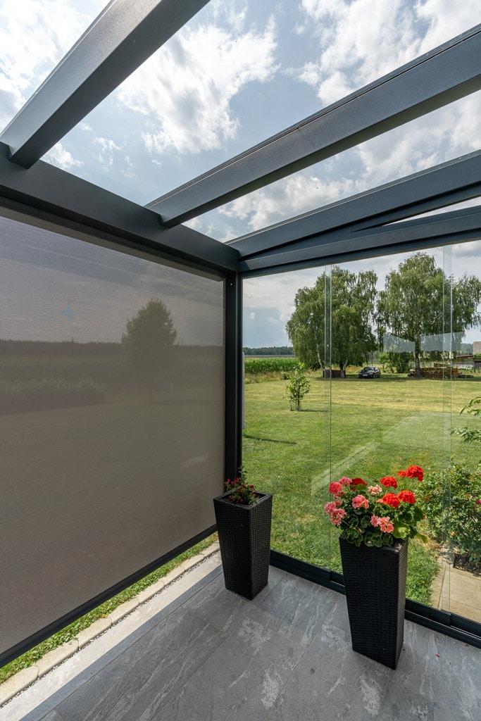 Schiebe 07 c | seitliche Windschutzverglasung und Senkrechtmarkise bei Aludach | Svoboda Metall