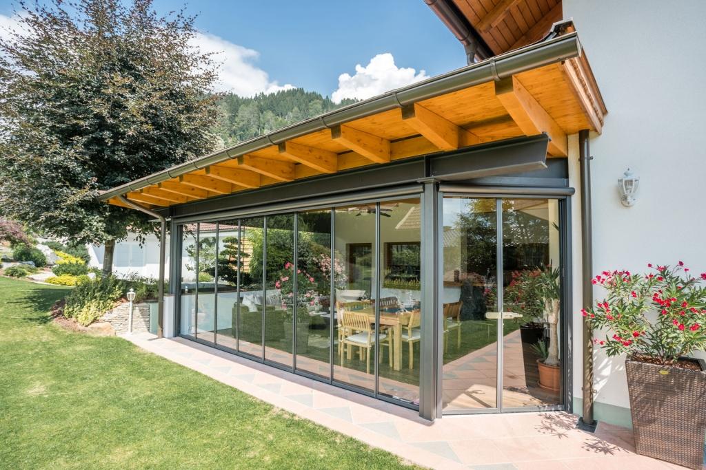 Schiebe-Dreh R 04 d | mit Holz überdachte Terrasse nachträglich mit Alu-Glas geschlossen | Svoboda