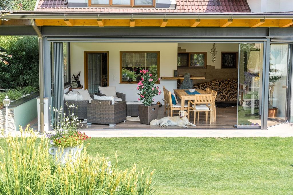 Schiebe-Dreh R 04 i | nachträgliche Verglasung von Outdoor-Wohn-Terrasse, Alu grau | Svoboda