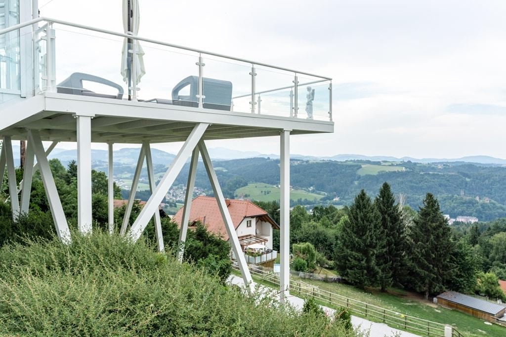 Schwechat 13 d | Absturzsicherung aus Alu weiß mit durchsichtigem Glas bei Terrassenzubau | Svoboda