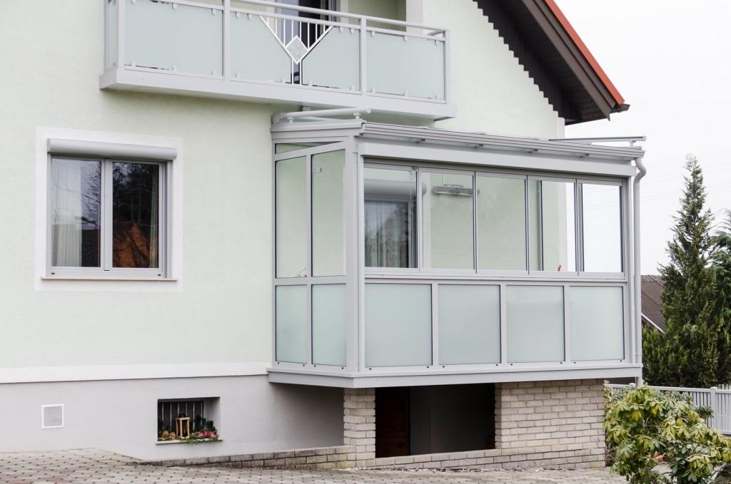 Sommergarten Alu 14 a | Balkondach mit Schiebe-Dreh-Verglasung und Fix-Glas-Elemente matt | Svoboda