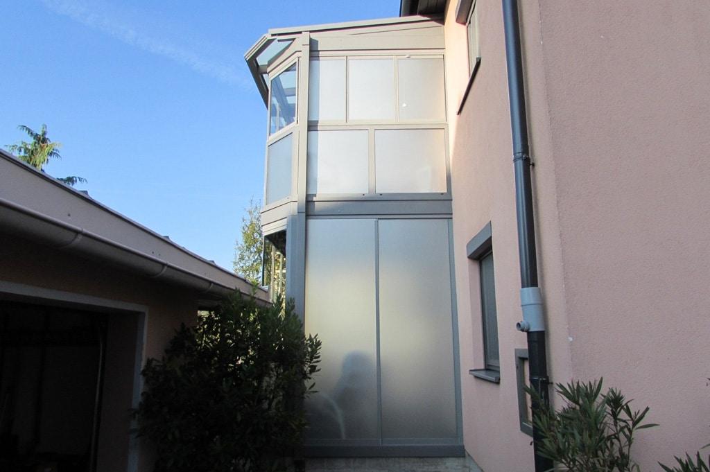 Sommergarten Alu 15 b | hellgraue Alu-Balkon-Konstruktion zweistöckig mit Rundumverglasung | Svoboda