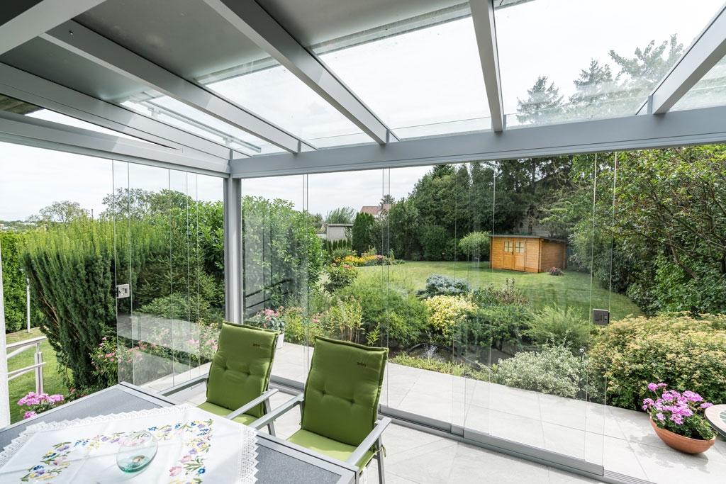 Sommergarten Alu 33 d | hellgrau, Innenansicht Windschutz Regenschutz Verglasung, Klarglas | Svoboda