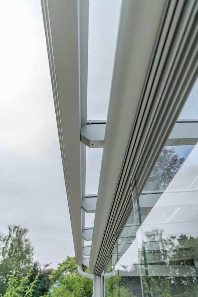 Sommergarten Alu 33 g | Detailbild Führungsschienen oben fünfspuriger Schiebe-Verglasung | Svoboda