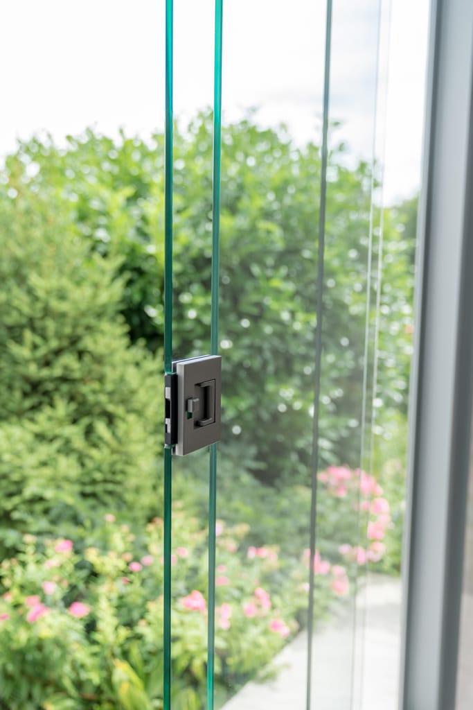 Sommergarten Alu 33 i | Detailbild, Schloss bei Schiebeverglasung zum Absperren | Svoboda Metall