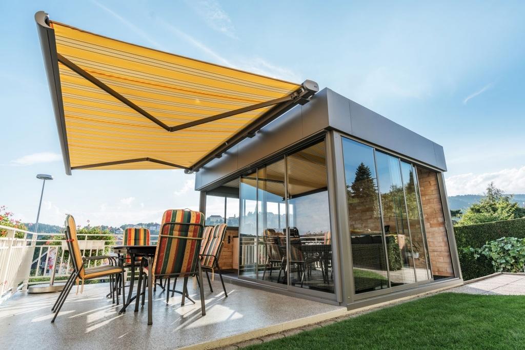 Sommergarten Alu 37 b | mit Glas-Schiebe-Anlage, freistehend, Attika-Blech Flachdach Optik | Svoboda