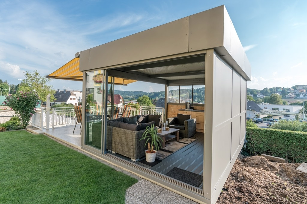 Sommergarten Alu 37 h | modern, freistehend, grau mit Attikaverblechung, Paneel-Eindeckung | Svoboda