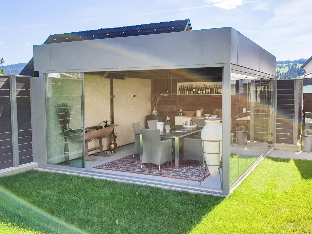 Sommergarten Alu 38 b | Alu-Dach freistehend grau bei Esstisch im Garten mit Verglasung | Svoboda