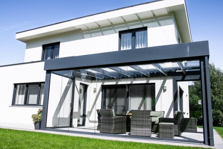 Sommergarten Alu 39 a | modern, anthrazit, Alu-Attika-Blech, Flachdach-Look, Schiebeanlage | Svoboda