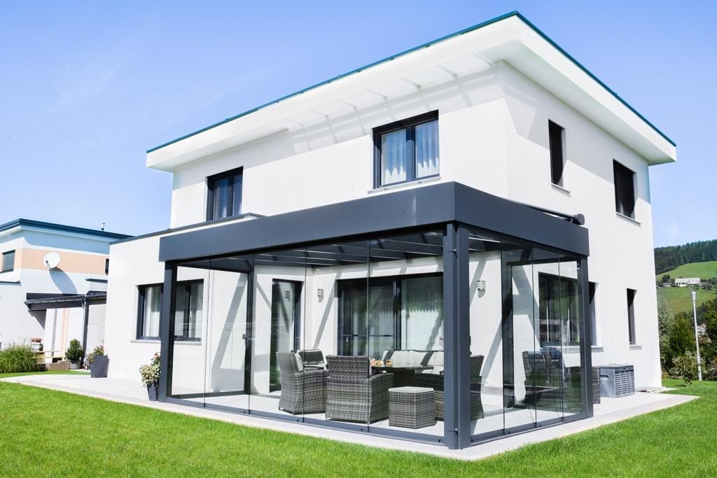 Sommergarten Alu 39 p | Terrassen-Dach anthrazit, Schiebe-Verglasung, Attika, Haus modern | Svoboda