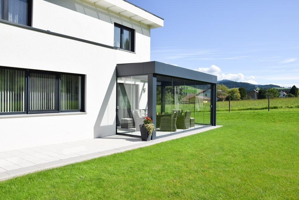 Sommergarten Alu 39 z2 | Moderne Attika-Terrassenüberdachung anthrazit im Flachdachlook | Svoboda