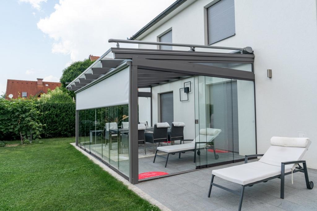 Sommergarten Alu 40 a | Vollverglaste Terrassenüberdachung grau mit Schiebeanlage aus Glas | Svoboda