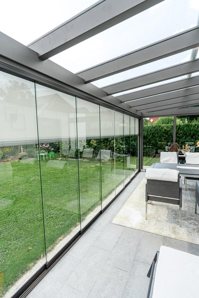 Sommergarten Alu 40 n | Innenansicht Überdachung Terrasse, Schiebeverglasung, Z-Markise | Svoboda