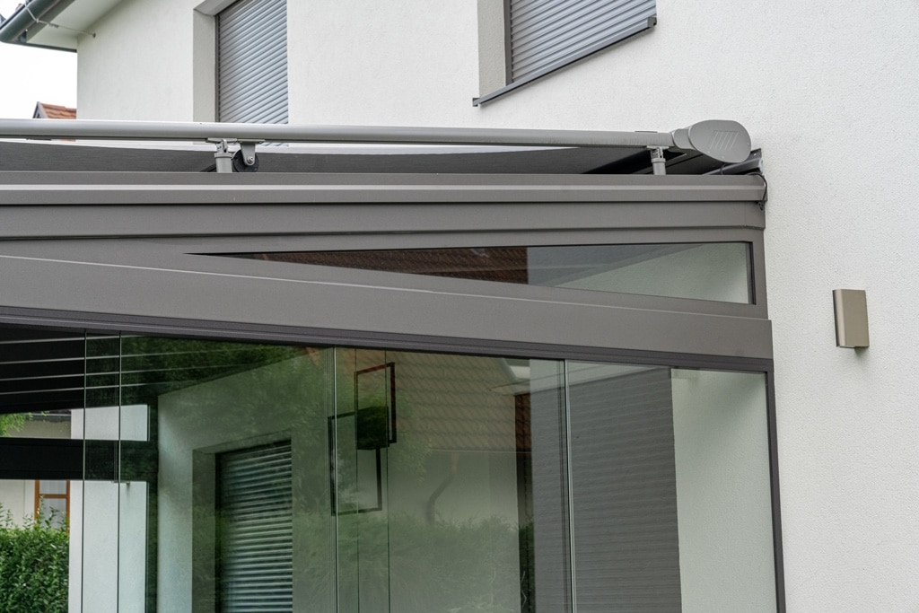 Sommergarten Alu 40 q | Dreiecksverglasung für Neigungsausgleich für Schiebe-Verglasung | Svoboda