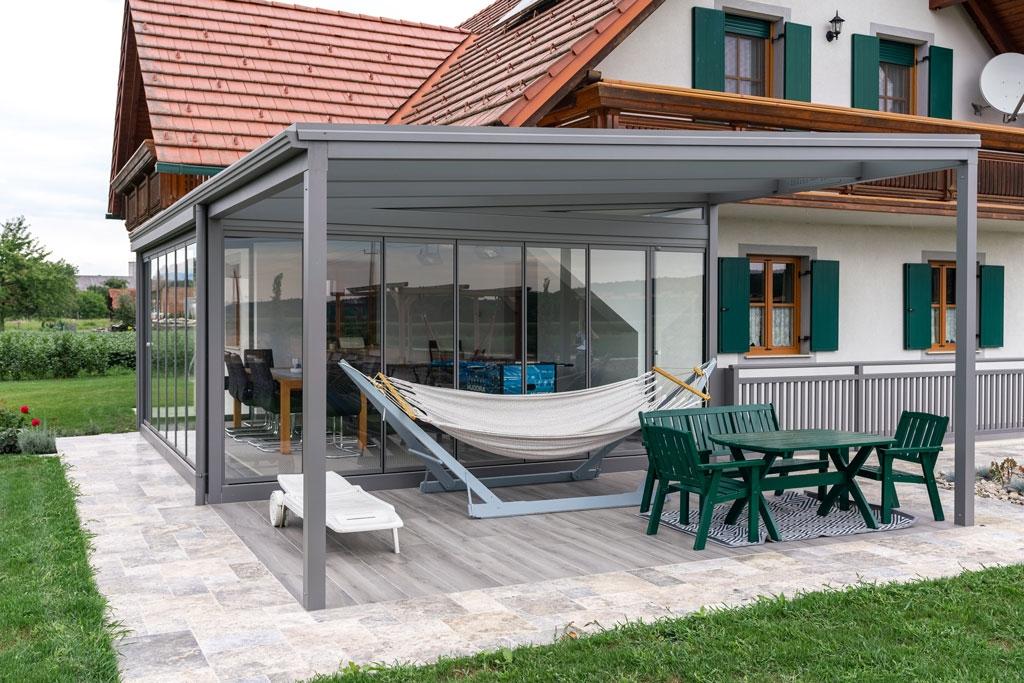 Sommergarten Alu 41 | Aluminiumsommergarten mit weitergeführter Terrassenüberdachung, grau | Svoboda