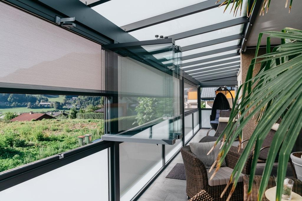 Sommergarten Alu 42 o | grau, Mattglaseindeckung, Glas-Alu-Geländer, Schiebe-Dreh-Glas | Svoboda