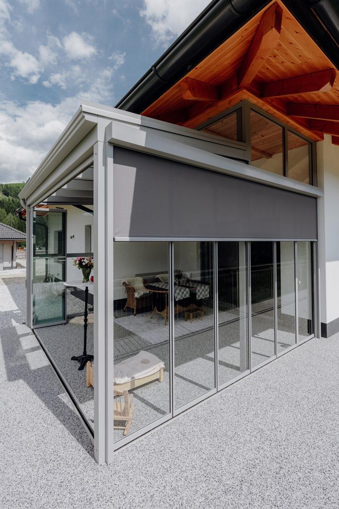 Sommergarten Alu 43 c | mit Schiebe-Dreh-Verglasung mit Alu-Rahmen hellgrau und Z-Markise | Svoboda
