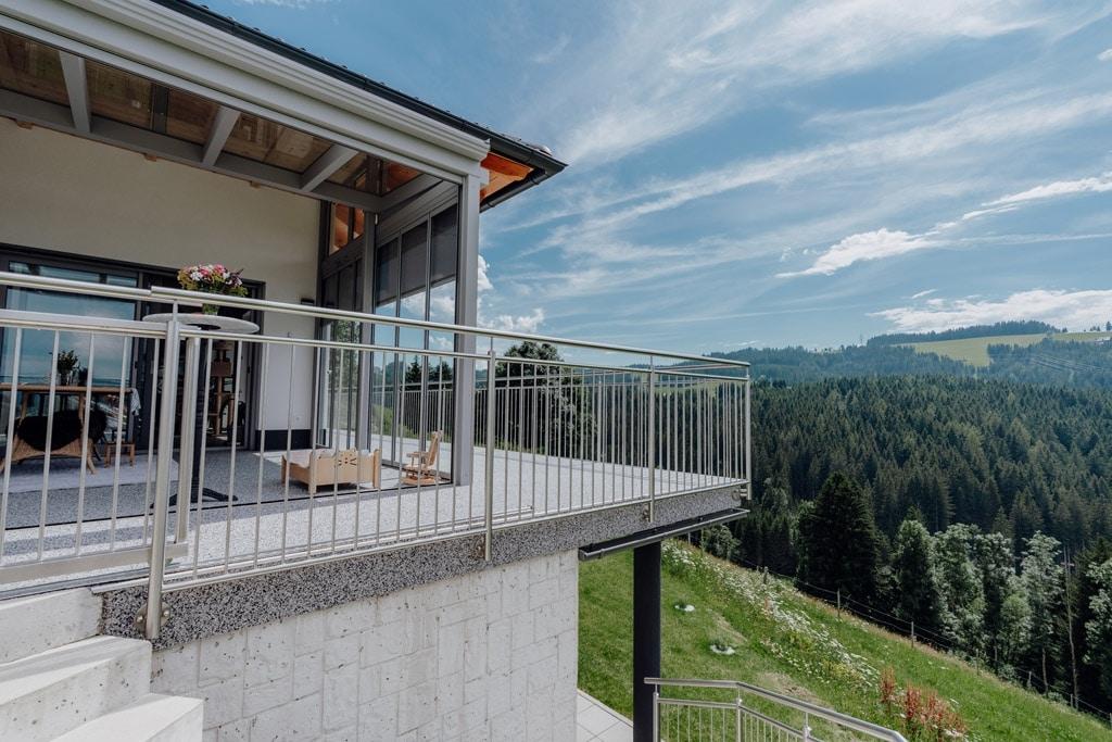 Sommergarten Alu 43 d | Überdachung auf Terrasse mit Schutz-Verglasung gegen Wind & Regen | Svoboda