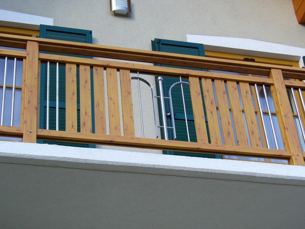 Spittal 02 H b | Alu-Balkon Holz-Struktur Beschichtung Kiefer hellbraun mit Astlöchern | Svoboda