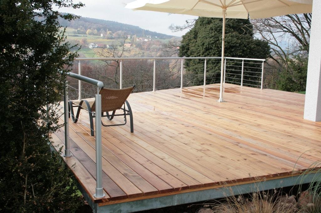Ternitz 01 a | Absturzsicherung bei Terrasse Alu-Rundrohr grau mit Edelstahlseilen | Svoboda