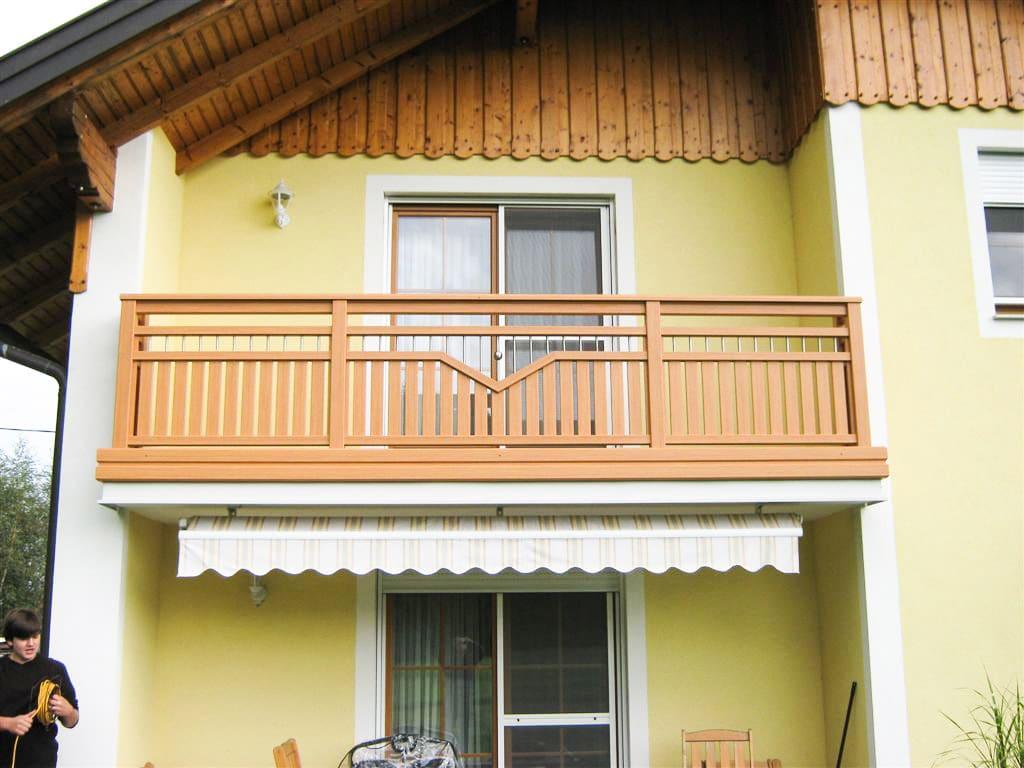 Unterlamm 01 h | Alu-Holz-Optik Balkon Douglas mit Nirostäben, aufgesetzt, Alu-Blende | Svoboda