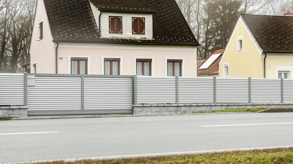 ZA Dürnstein 04 b | Aluminium-Zaunanlage mit automatischem Tor aus Alulamellen blickdicht | Svoboda