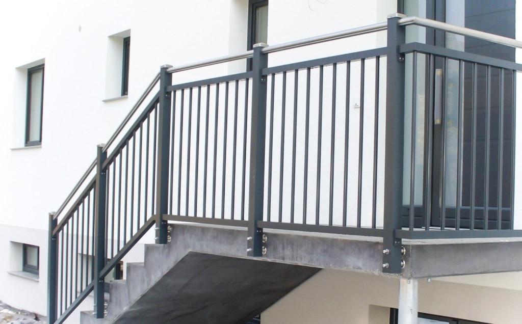 Graz 09 | modernes Alu Stab Geländer anthrazit stirnseitig befestigt mit Edelstahlhandlauf | Svoboda