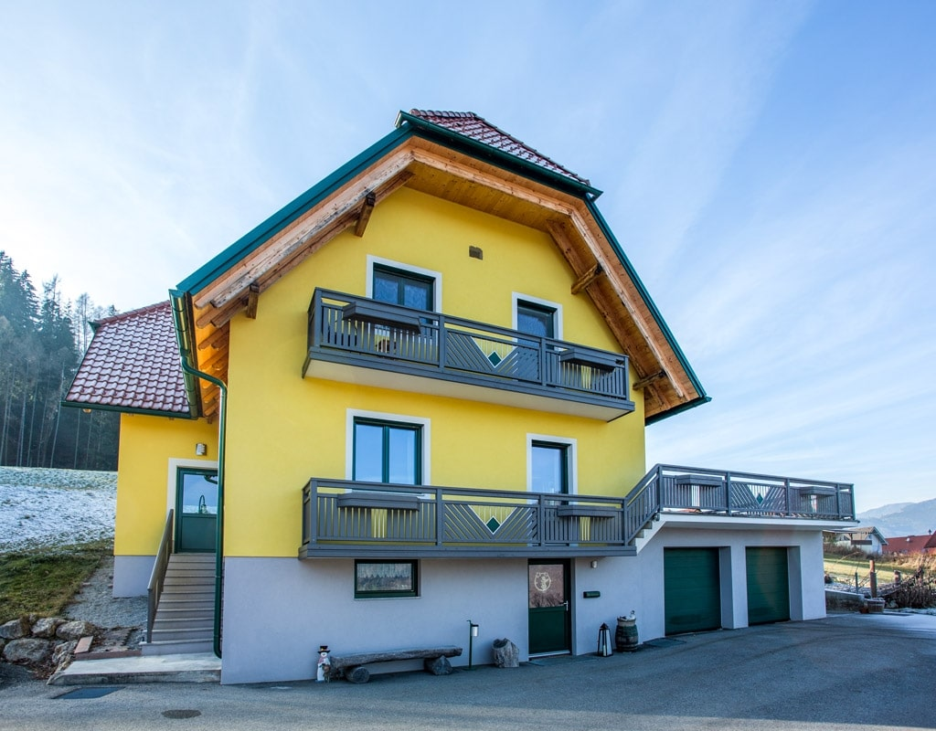Saalfelden 11 a   Aluminiumgeländer bei Terrasse & Balkon, Alu grau mit Edelstahl Dekoren   Svoboda